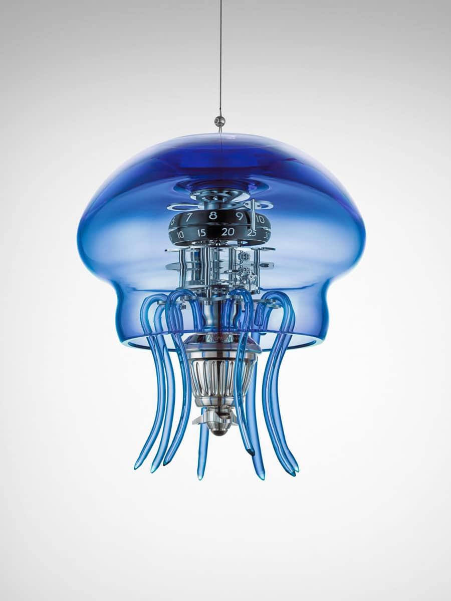 MB&F: Medusa in Blau, von der Decke hängend