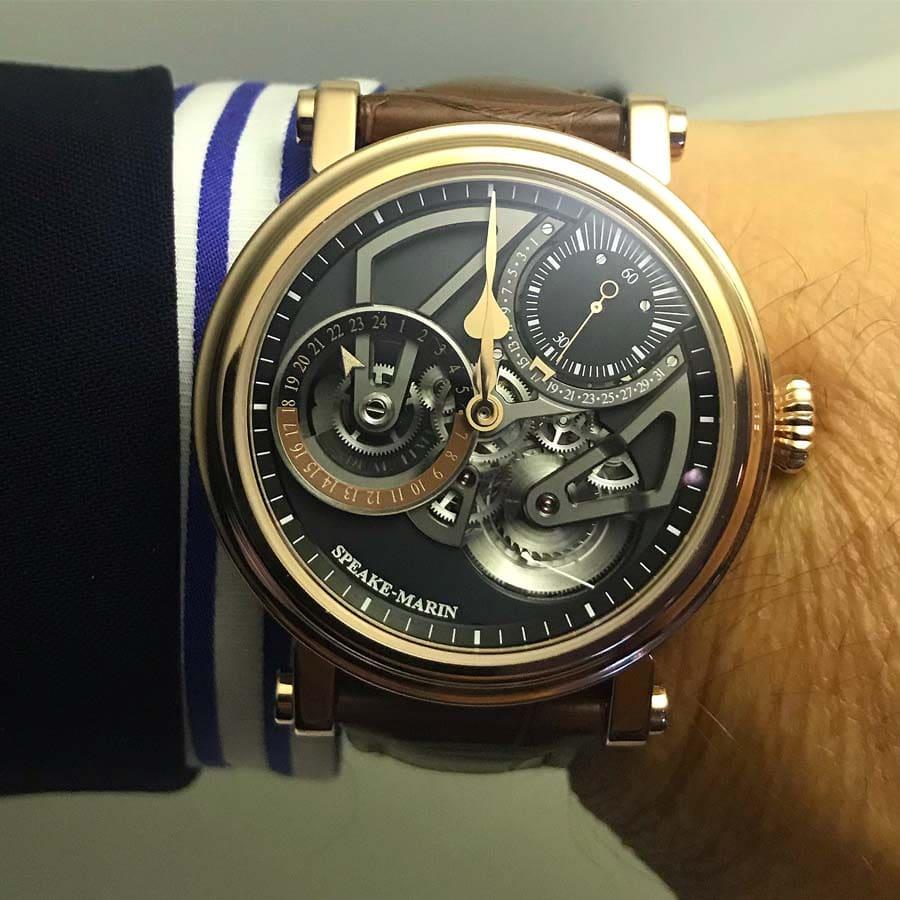 Verbindet hohe Uhrmacherkunst mit britischer Individualität: Speake-Marin One & Two Openworked Dual Time