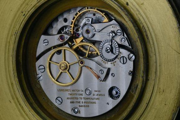 Angetrieben wird der historische Chronometer vom Kaliber 21.29