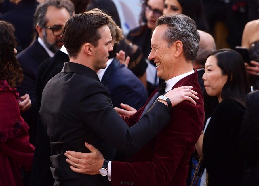 Der britische Schauspieler Richard E. Grant (rechts im Bild) trägt eine Uhr von Jaeger-LeCoultre bei der Oscar-Verleihung 2019