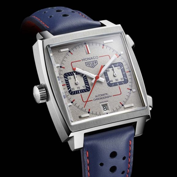 Feiert 50 Jahre Heuer Monaco: TAG Heuer Monaco 1989–1999 mit grauem, körnig rhodiniertem Zifferblatt, limitiert auf 169 Uhren. Den Antrieb liefert eine aktualisierte Version des legendären Kaliber 11.