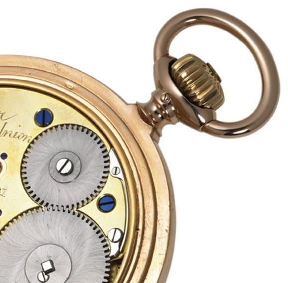 Dieses Werk einer Union-Taschenuhr aus dem Jahr 1908 besitzt ein Glashütter Gesperr mit der typischen geschwungenen Sperrfeder