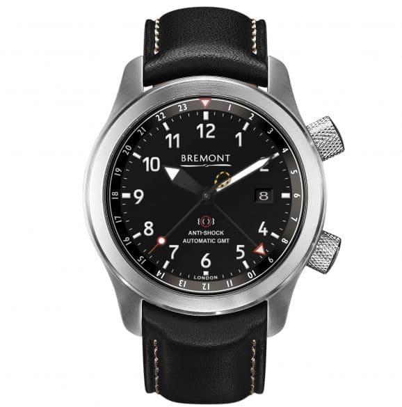 Bremont MB III Automatic GMT. Ein mit Kautschuk verstärkter Ring rund um das Uhrwerk macht sie stoßfest.