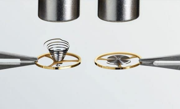 Nicht magnetisierbare Nivachron-Spirale (rechst gegenüber einer herkömmlichen Nickel-Stahl-Feder (links)