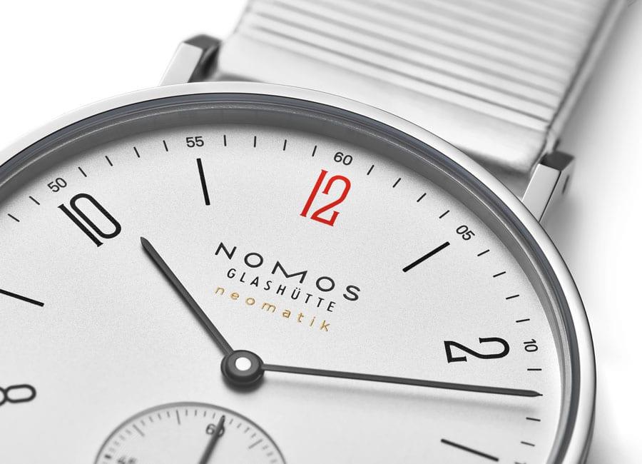 Nomos Glashütte: Tangente Neomatik für Ärzte ohne Grenzen mit roter Zwölf