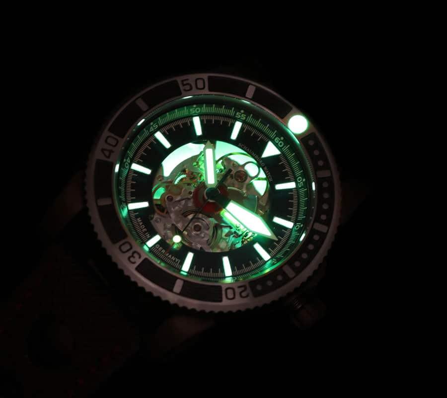 So leuchtet die AQM 5 Viperfish im Dunkeln