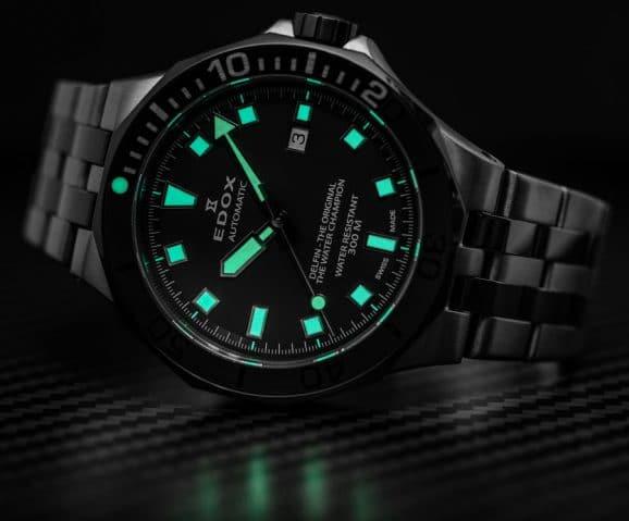 Nachtansicht der Edox Delfin Diver Date Automatic