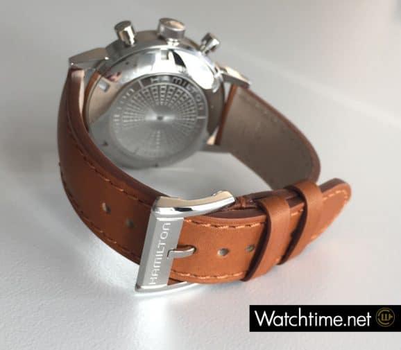 Individuell gestaltet: die gravierte Dornschließe des Hamilton Intra-Matic Auto Chrono
