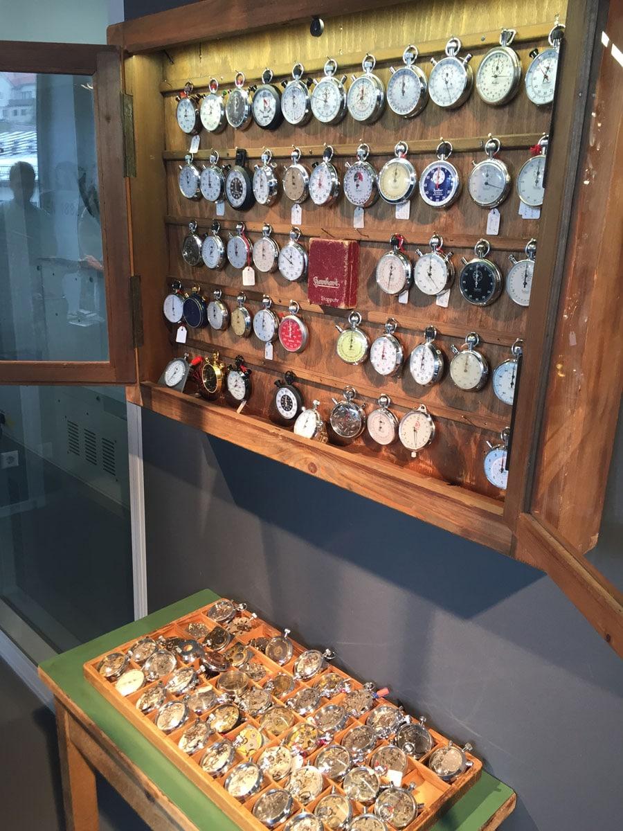 Stoppuhrenvitrine im kleinen, aber feinen Hanhart-Firmenmuseum