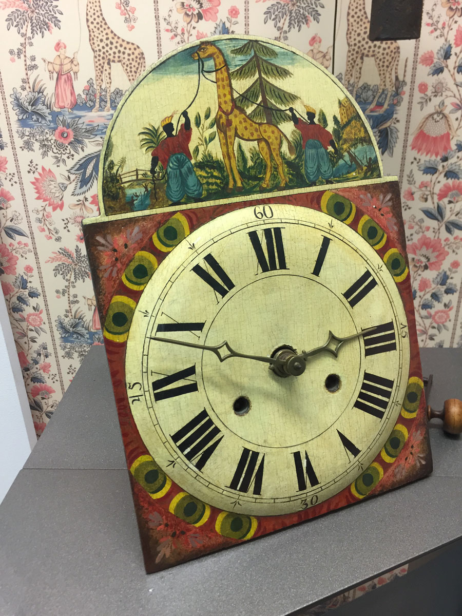 Solche Schilderuhren waren für die frühe Schwarzwälder Uhrenproduktion typisch