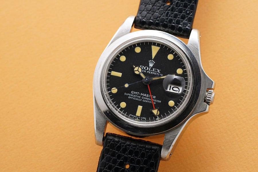 Die Rolex GMT-Master Referenz 1675 besitzt keine Lünette, da diese im Film zu auffällige gewesen wäre