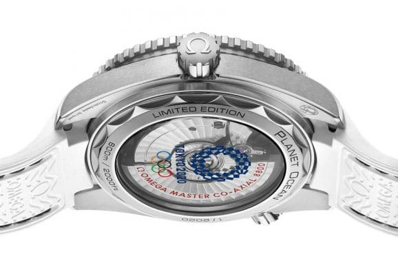 Saphirglasboden mit Olympia-Emblem: die Omega Seamaster Planet Ocean Tokyo 2020 Limited Edition