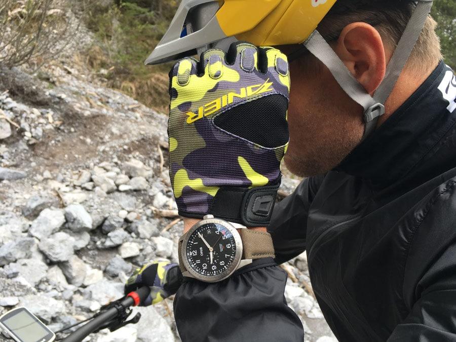 Red Bull-Athlet Benjamin Karl beim Uhrentest mit Oris