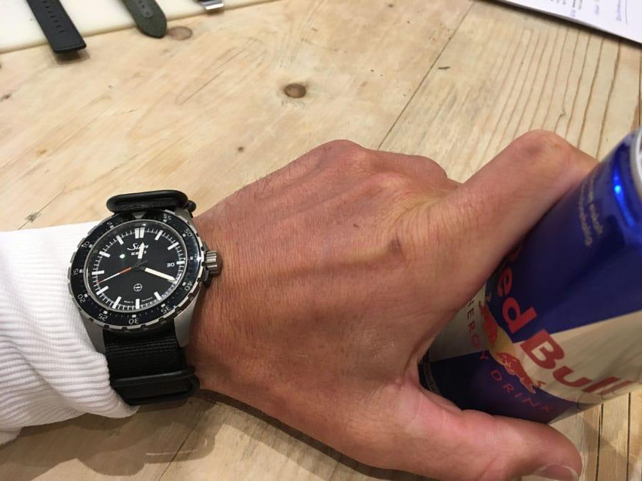 Red Bull-Athlet Benjamin Karl beim Uhrentest mit Sinn Spezialuhren