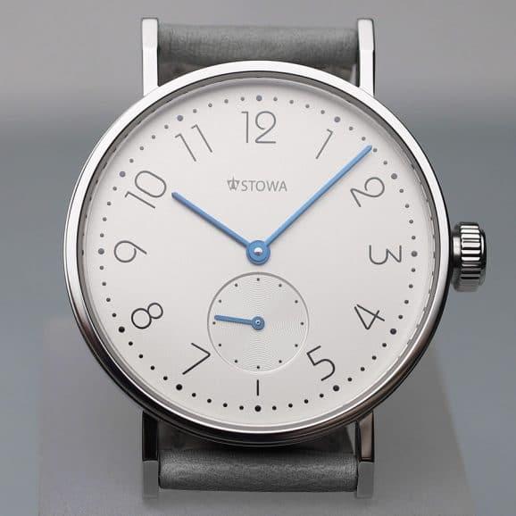 Stowa: Antea back to bauhaus Limitiert Silber mit Durchmesser von 35,5 Millimetern