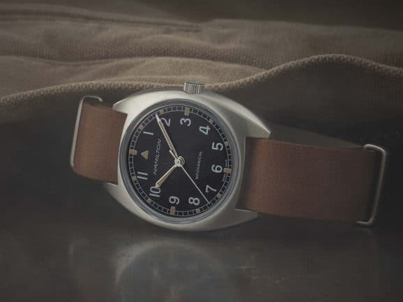 Hamilton: Khaki Pilot Pioneer Mechanical am NATO-Band aus Leder