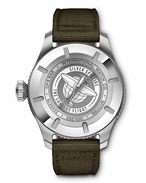 """Die Gravur und die Angabe der Limitierung auf der Rückseite der IWC Pilot's Watch Timezoner Spitfire Edition """"The Longest Flight"""""""