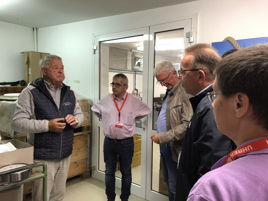 Hans-Jürgen Mühle, Gründer des Unternehmens der Neuzeit (links), weiß immer Spannendes aus der Firmengeschichte zu erzählen
