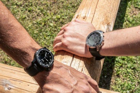 Blick auf die Uhr Die Mühle lässt sich perfekt ablesen, aber auch auf dem Digitaldisplay der Garmin bleibt trotz Sonneneinstrahlung alles erkennbar
