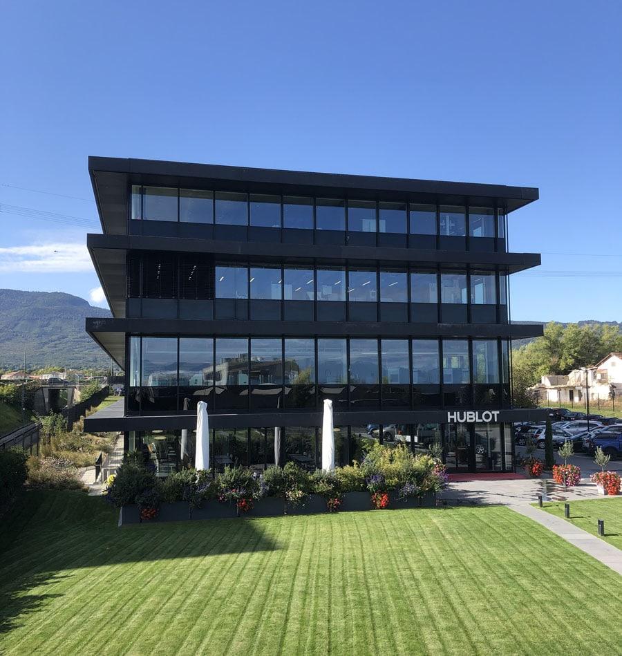 Chronos-Leserreise Genf 2019: Das zweite Manufakturgebäude von Hublot in strahlendem Sonnenschein