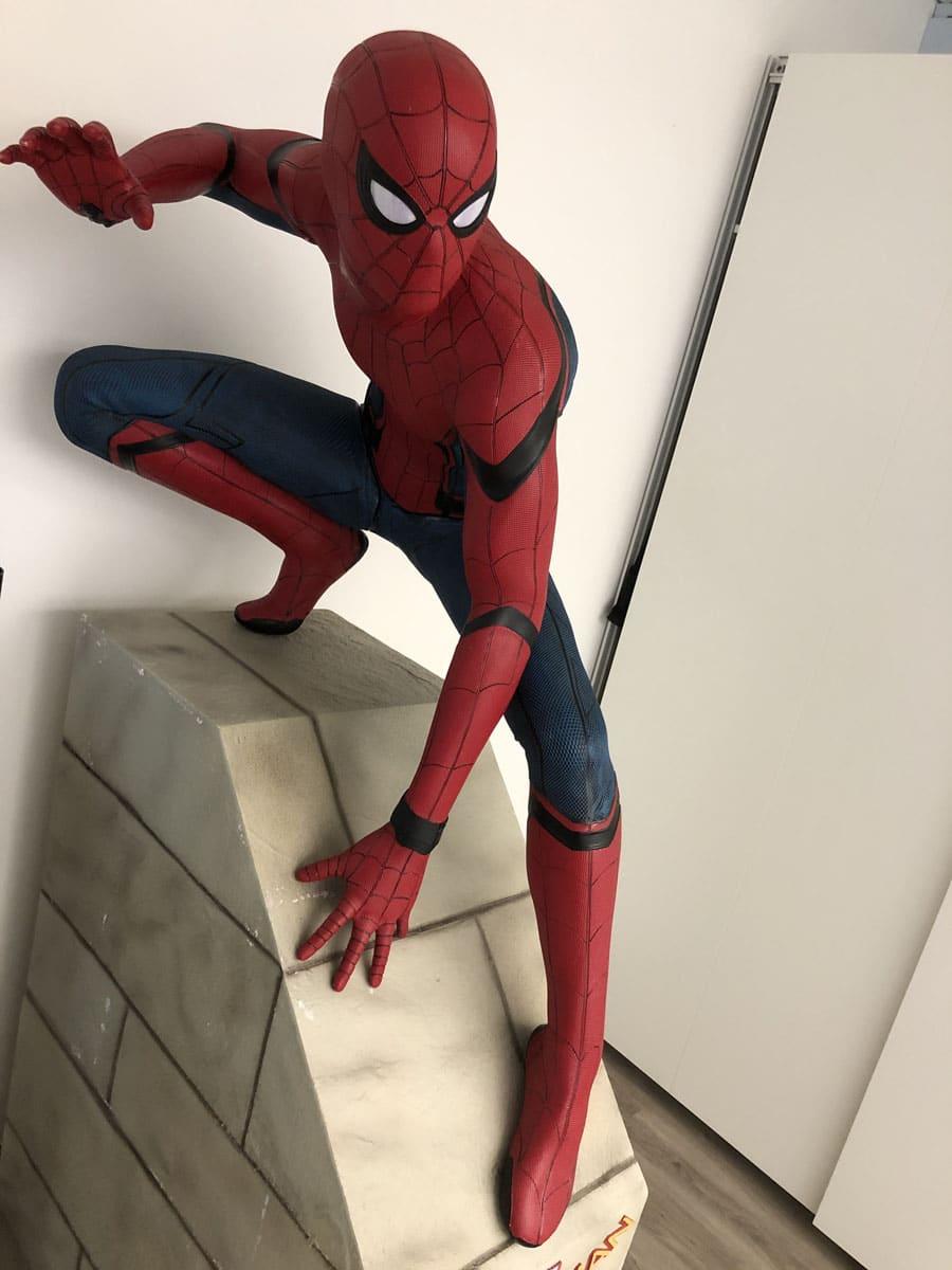 Chronos-Leserreise Genf 2019: Die lebensgroße Spiderman-Figur steht für die Kooperationen von RJ mit Comicverlagen wie Marvel und DC