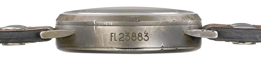"""Die Gehäuseflanke zeigt das damals für die Fliegeruhren der deutschen Luftwaffe vergebene Anforderzeichen """"FL 23883"""""""