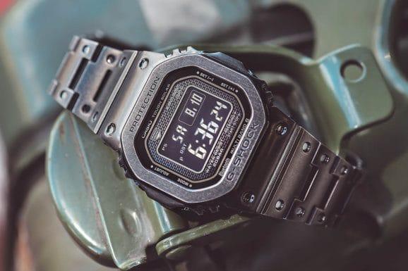 Casio G-Shock Full Metal GMW-B5000V, Edelstahl mit schwarzer, künstlich gealterter DLC-Beschichtung, 43,2 Millimeter, Solarfunkwerk mit Smartphone-Verbindung, 1.000 Euro. Foto: Marcus Krüger