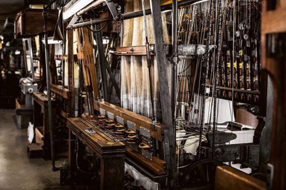 Tudor: Alte Webstühle der Firma Julien Faure