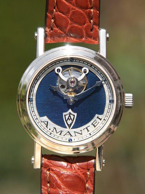 A. Mantei Apus: Im Gehäuse aus 925er Silber sorgt das eigene Kaliber AM 1 für Präzision
