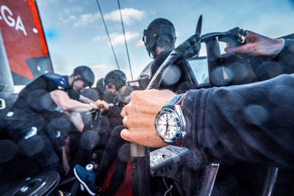 Emirates Team New Zealand mit der Omega Seamaster Planet Ocean 36th America's Cup Limited Edition