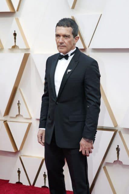 Antonio Banderas trägt bei den Oscars 2020 eine Bulgari Octo Finissimo Automatic in Titan