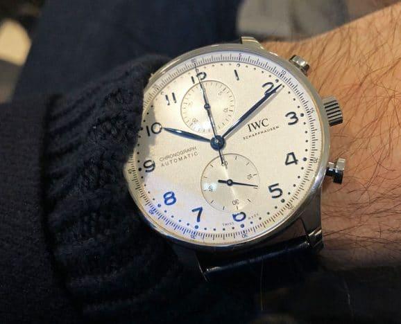 Wristshot des IWC Portugieser Chronoraph mit Manufakturkaliber in Edelstahl