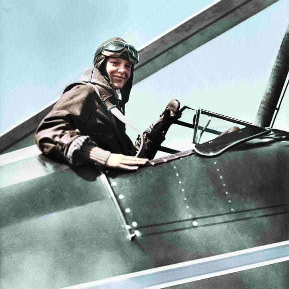 Flugpionierein Amelia Earhart flog mit Longines-Chronometern