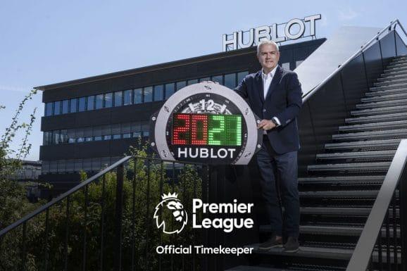 Hublot-CEO Ricardo Guadalupe mit der Auswechseltafel für den 4. Offiziellen für die Premier-League-Saison 2020/21