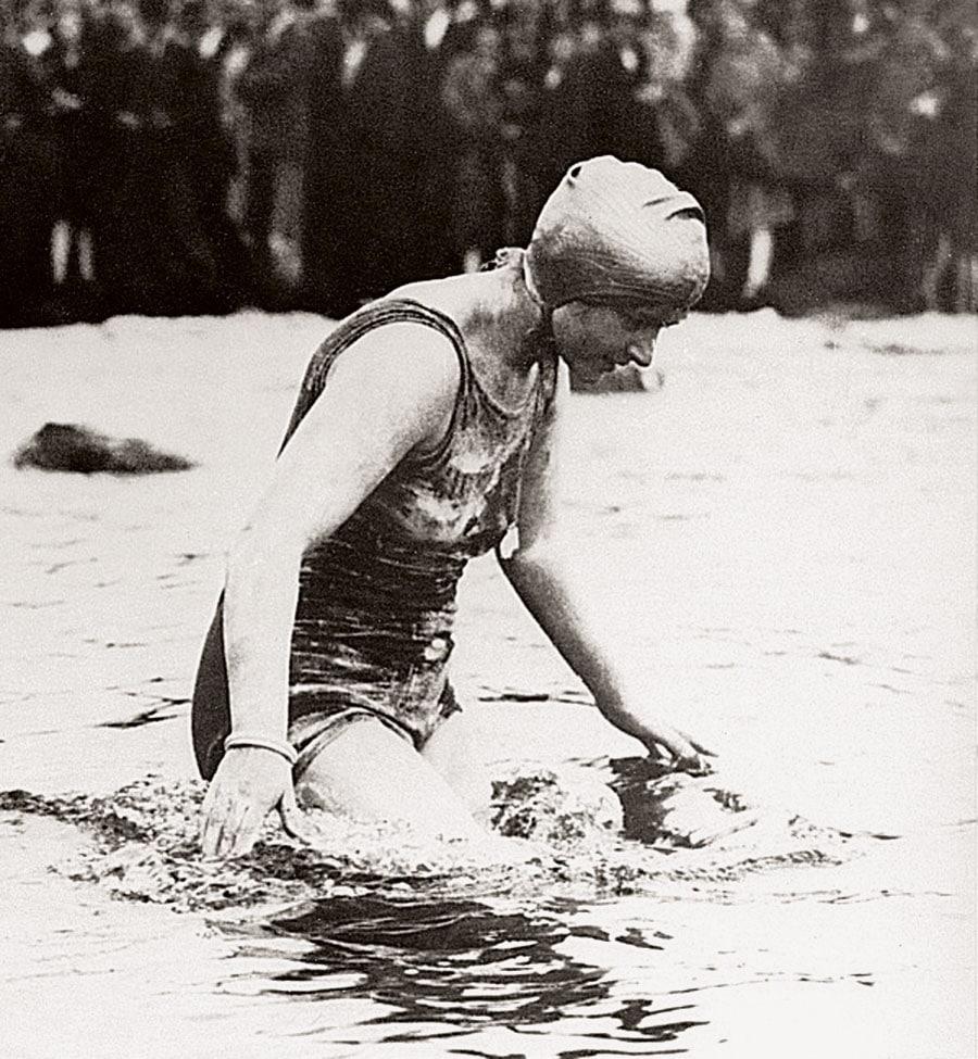 Die Londoner Stenotypistin Mercedes Gleitze unternahm 1927 zwei Rekordversuche, mit einer Rolex am Körper den Ärmelkanal zu durchschwimmen