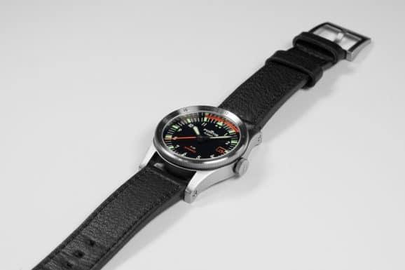 Fortis: Flieger F39 am Lederband