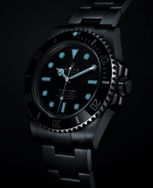 Rolex Oyster Perpetual Submariner ohne Datum Front rechts bei Nacht