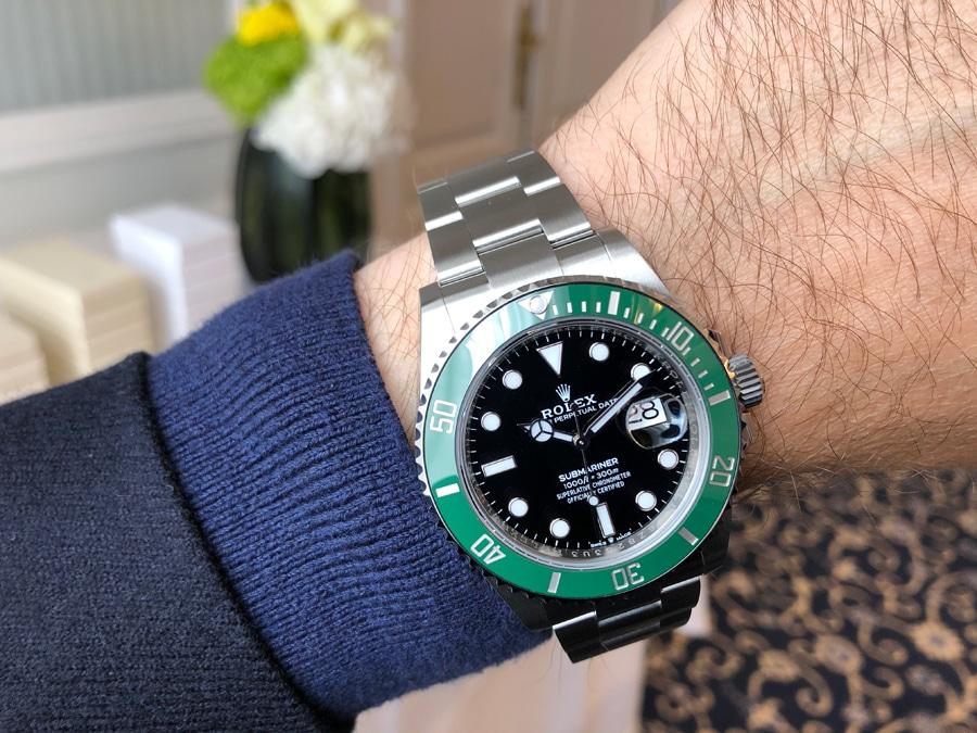 Rolex Submariner 41 schwarzes Zifferblatt grüne Lünette Wristshot