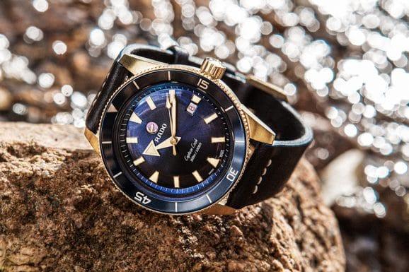 Rado: Captain Cook Bronze mit blauem Zifferblatt am schwarzem Lederband