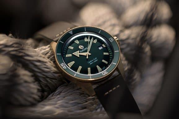 Rado: Captain Cook Bronze mit grünem Zifferblatt am schwarzen Lederband