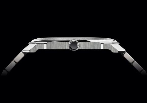 Bulgari: Octo Finissimo Automatic Satin-Polished Steel von der Seite