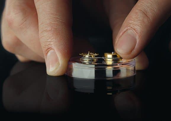 Kette und Schnecke sorgen für einen konstanten Betrieb der Uhr.