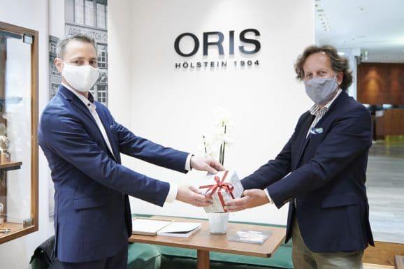 Taucheruhren-Wahl 2020: Übergabe der Oris Aquis Date