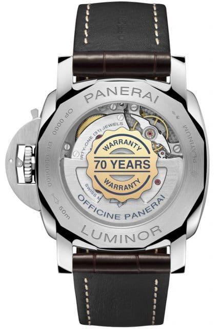 Panerai Platinumtech Luminor Marina (PAM01116): Das Logo auf der Gehäuserückseite weist auf die Rekord-Garantie von 70 Jahren hin