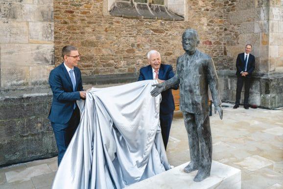 Glashütte Walter Lange: Enthüllung der mannhohen Bronzestatue