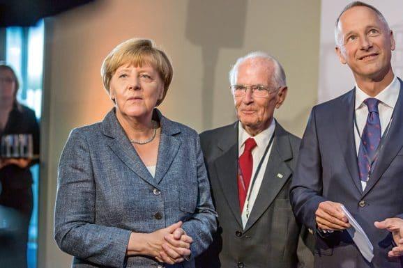 Glashütte Walter Lange mit Bundeskanzlerin Angela Merkel und Lange CEO Wilhelm Schmid