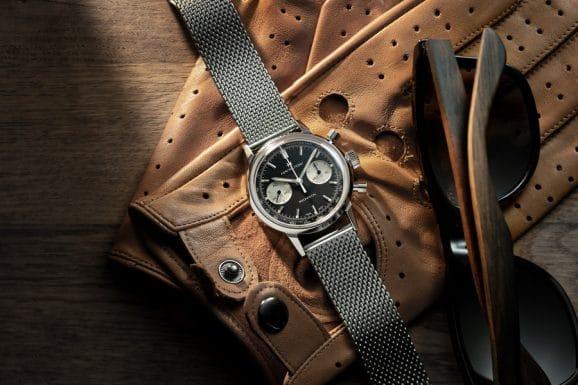 Hamilton: Intra-Matic Chronograph H mit schwarzem Zifferblatt und Edelstahlarmband