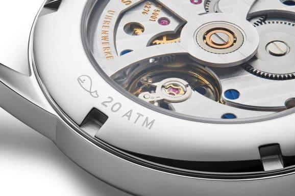 Die Sonderedition Nomos Club Automat 175 Years Watchmaking Glashütte ist mit dem automatische Manufakturkaliber DUW 5001 ausgestattet