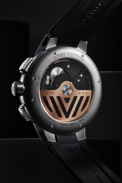 Die Louis Vuitton Tambour Curve GMT Flying Tourbillon besitzt einen Saphirglasboden