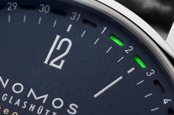 Nomos Glashütte: Tangente Update in Nachtblau mit patentierter Datumsanzeige